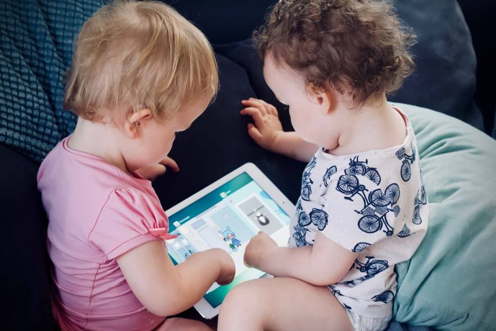 Rekommendationer kring skärmtid och små barn